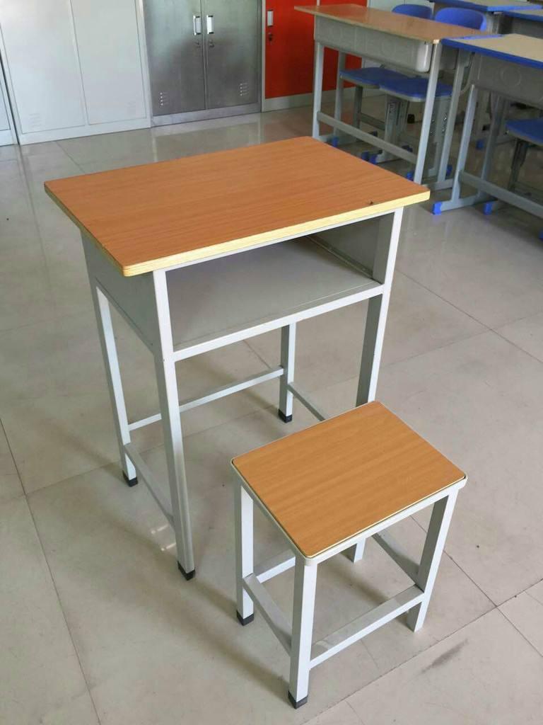 钢木课桌凳
